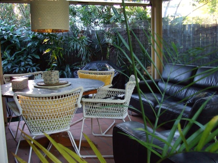 A conservatory for breakfast, dinner or to socialise with a drink.