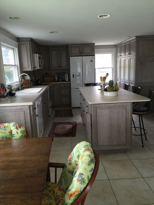 Brand new cherrywood kitchen w quartz counters