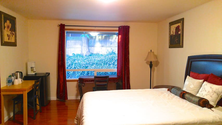 Private Suite w/Kitchenette & Separate Entry