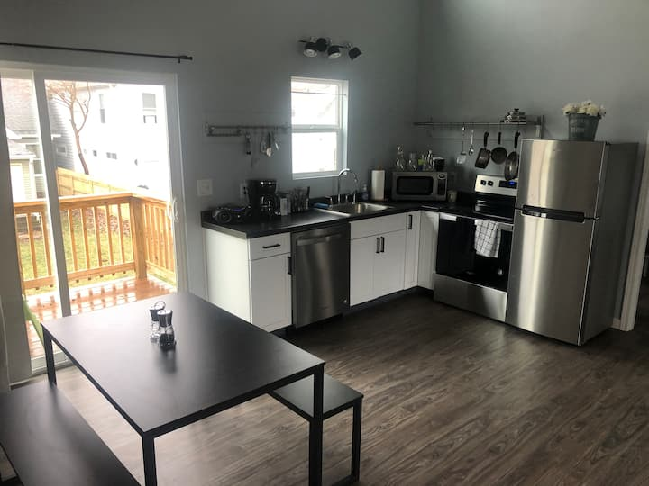 Animal Friendly, Spacious Carriage House in Ftn Sq