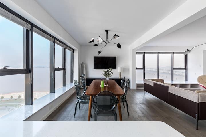潇洒走一回。160平米,2卧室,270度海景房、城区仅有的玻璃幕墙为外墙,海景城景夜景净收眼底
