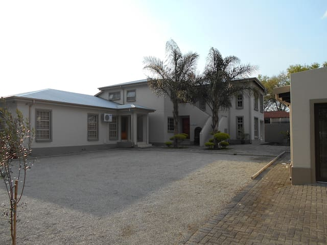 Summer Garden One Bedroom Apartment - Benoni - Apartamento