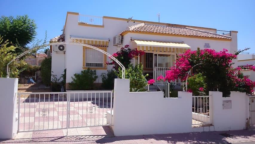 Sonniges schönes Haus mit Garten La Marina am Meer - San Fulgencio - Ev