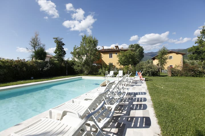 villa with pool near Florence - Pian di Scò - Apartamento