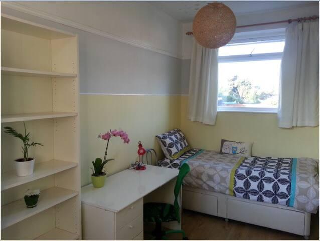 Sunny bee - Beeston - House