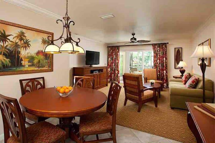Beautiful spacious condo sleeps 8 close to Disney