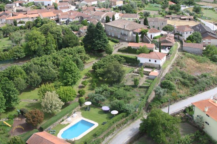 VILLA com 2 quartos e piscina - Viseu - บ้าน