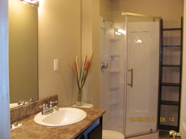 Sunny relaxed private apartment centrally located. - Whitchurch-Stouffville