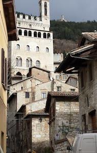 Perla medievale nel cuore di Gubbio - กับบิโอ