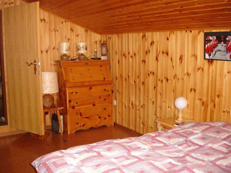 Chambre à coucher (lit double)