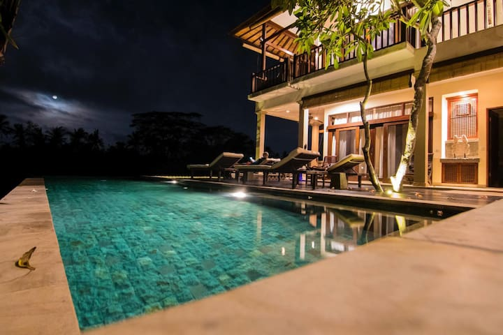 Jennifer, Airbnb On-Line Guest Review:  This is the best AirBnb I have ever visited... it is more like a boutique luxury resort!...Five-star service!! The property and view are absolutely stunning...""