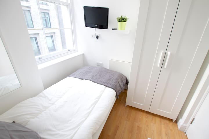 Beautiful single bedroom in Tottenham Street by Allô Housing
