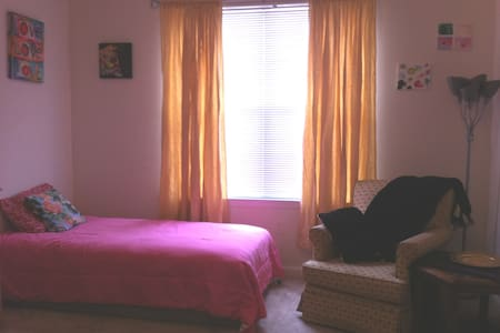 Charming Southside Suite, Breakfast Included! - Stockbridge - Appartamento
