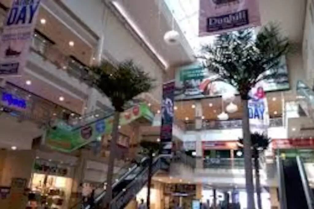 Next to TRM and Gardencity Mall, so shopping is easy and convienent.