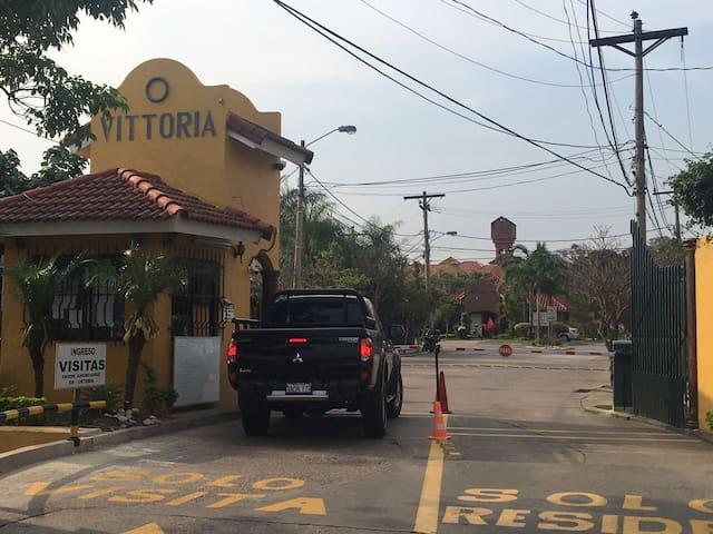 DEPARTAMENTO FUNCIONAL Y CON SEGURIDAD 24/7, SC - Santa Cruz de la Sierra - Leilighet