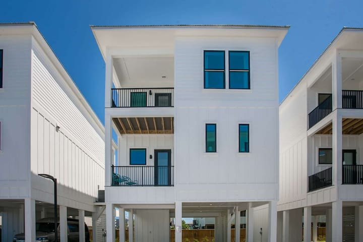 Brand New Cottage in heart of Gulf Shores   Seasonally heated outdoor pool   Free golf, fishing