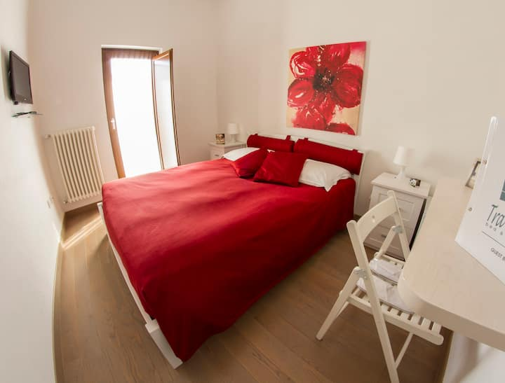 TRA LE MURA (renting rooms)