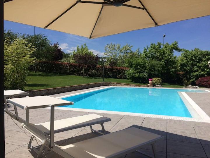 Villa Natura con giardino e piscina