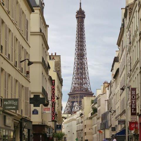 Joli studio Passy - vue Tour Eiffel