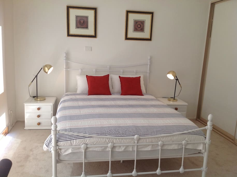 2nd Light and airy bedroom with Comfortable Queen Bed