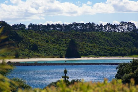 Seaside Glamping by Driftwood Off Campus Escapes - Te Tii