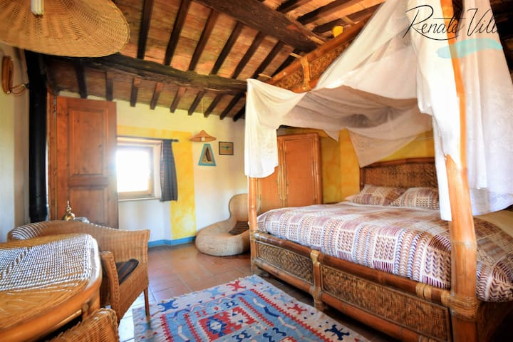 """The """"Bamboo"""" Rooms + Swimming Pool in Saturnia"""