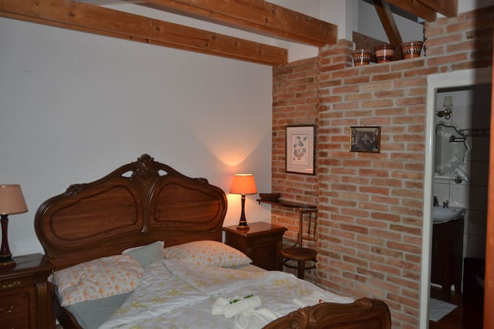 Excellent Location 5/ Old Town