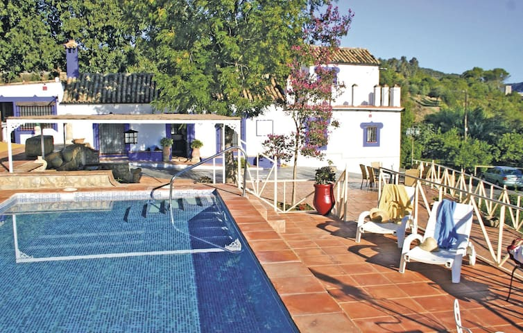 Holiday cottage with 3 bedrooms on 185 m² in Hornachuelos (Córdoba)