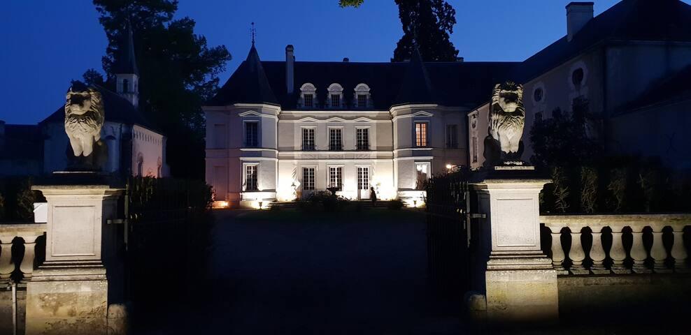 chateau de Basché chambre cardinal