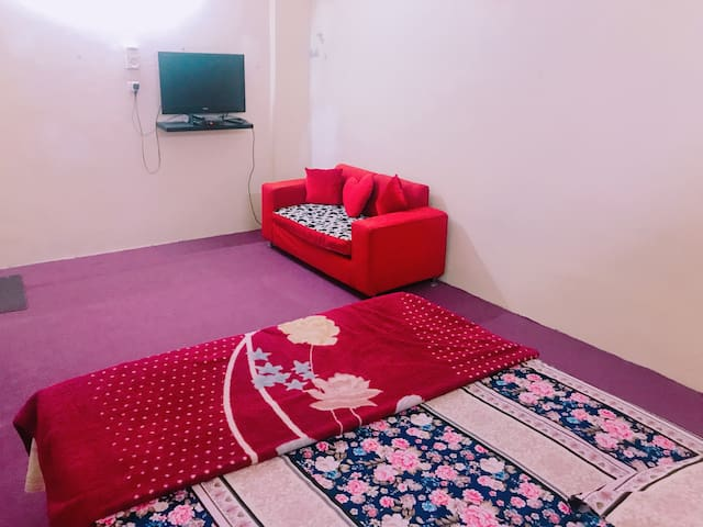 Fully Furnished 2 rooms Apt wit Kitch  ner HARAM