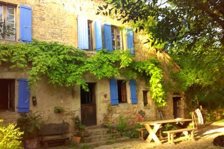 2 maisons écologiques dans un hameau privé - Erdhaus