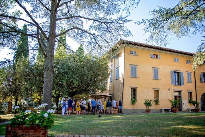 Luxury  Historic Villa overlooking Tuscan hills