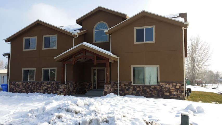 New 2000  sq ft Apartment Bring your Pets and Toys - West Bountiful - Apartamento