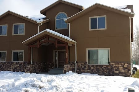 New 2000  sq ft Apartment Bring your Pets and Toys - West Bountiful
