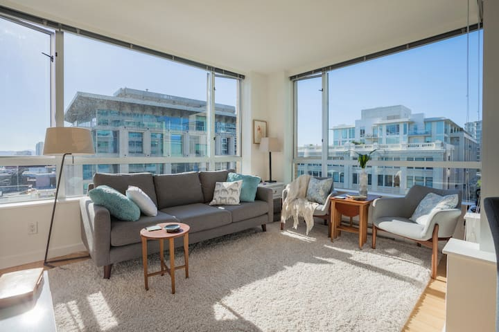 Sky Chalet: 2 Bed/1 Bath Downtown Free Parking