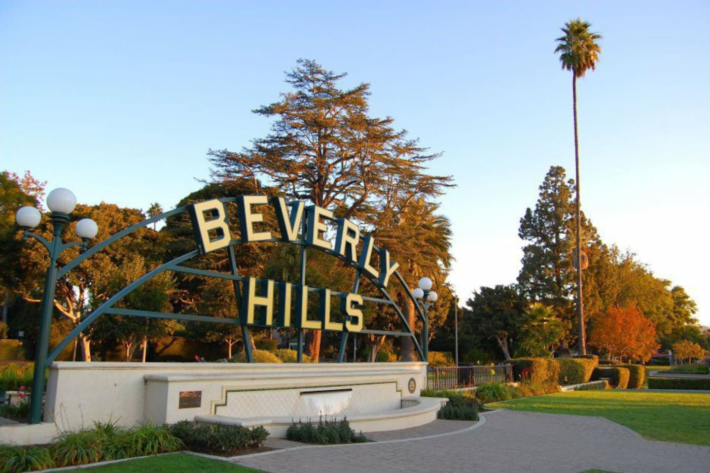 Beverly Hills 7 minutes away