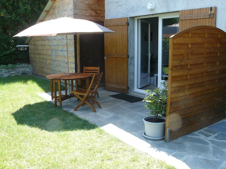Beau studio terrasse gazon entre Embrun et Savine
