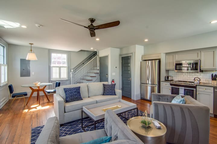 Luxury 1 BR steps away from Upper King St.! 15C