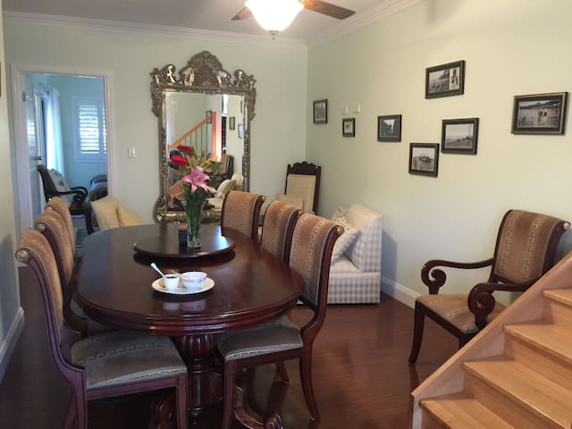 Elegant 2 bed /queen rm avail also