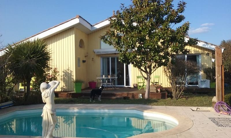Villa with pool for 7 people