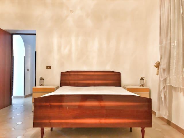 Schlafzimmer 1 Großes Bett