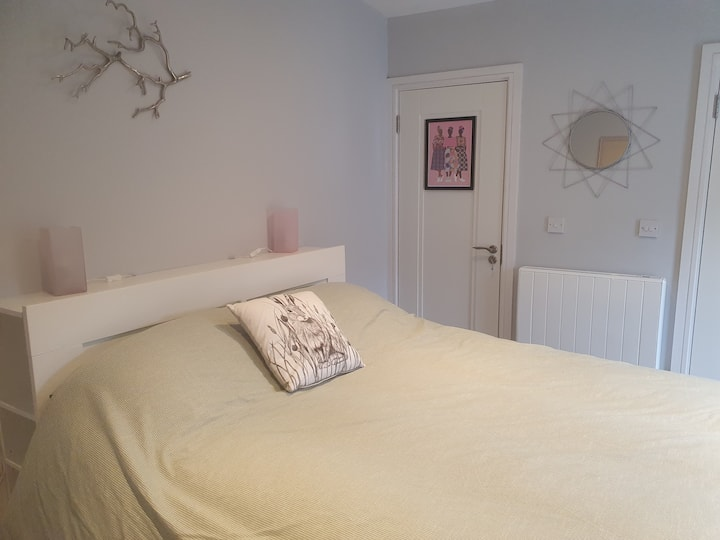 Self-contained ensuite bedroom with private access