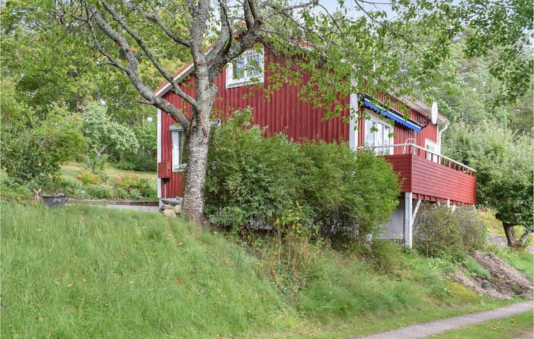 Holiday cottage with 2 bedrooms on 98m² in Gamleby