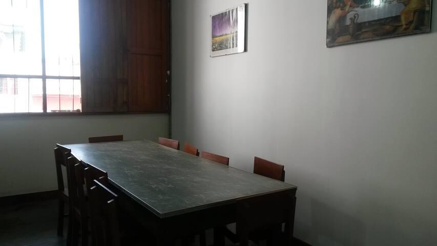 una sala comedor