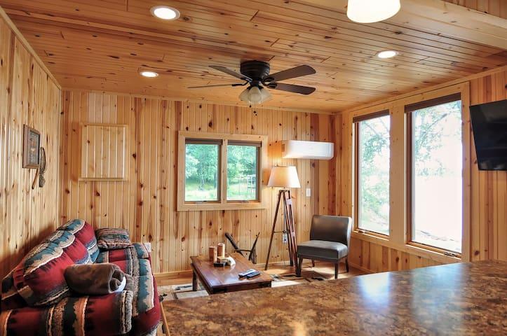Spectacular Newly Remodeled Gladstone Lake Retreat