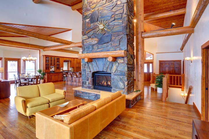 Nemo Lodge at Freebird Ranch, sleeps 24! pool!