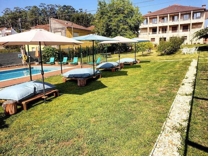 Complejo apartamentos con piscina en Aldán