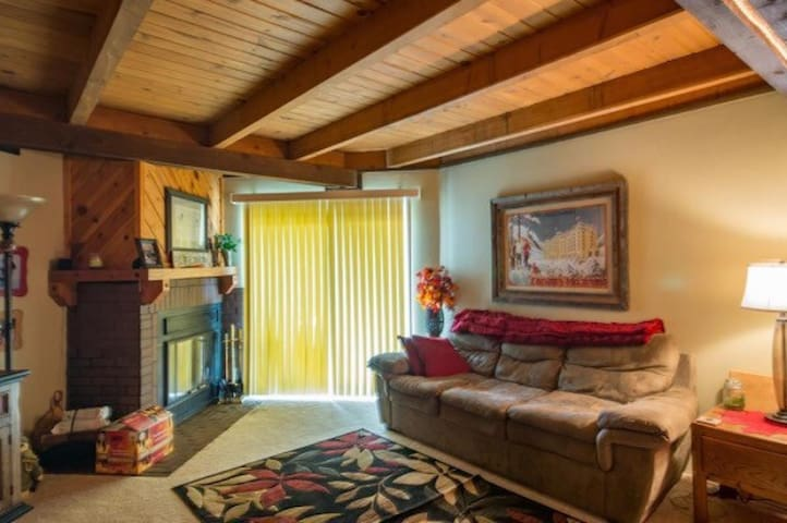 Peaceful mountain home to share with travelers. - Silverthorne - Appartement en résidence