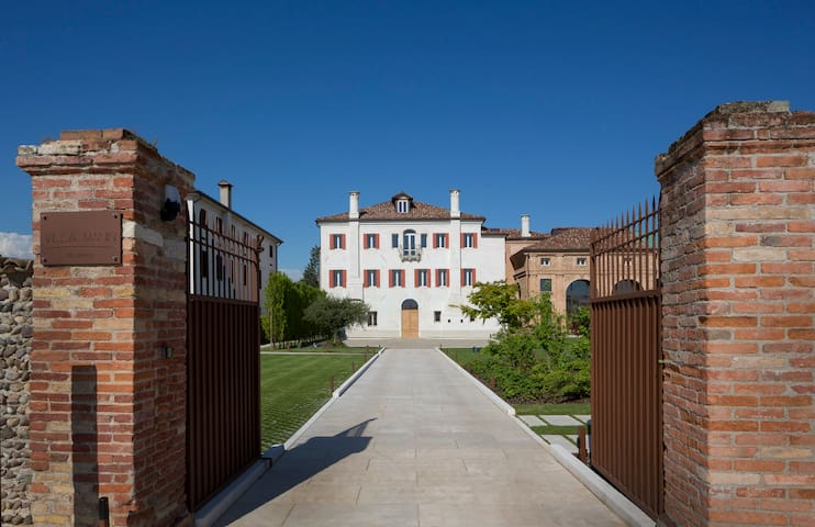 TREVISO-MANIN 11, MODERN APARTMENT FOR 2 PEOPLE - Falzé