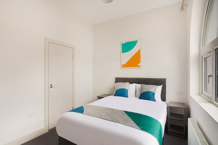 Ensuite Double room - Civic Hotel